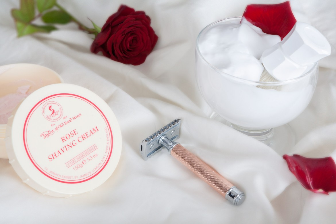 Wyrabianie piany z kremu Taylor of Old Bond Street Rose Shaving Cream