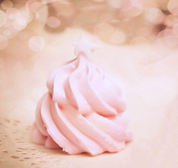 Beza wyciśnięta z rękawa cukierniczego