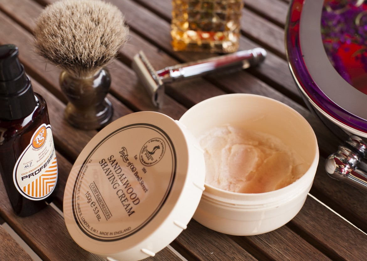 Golenie z użyciem kremu Taylor of Old Bond Street Sandalwood Shaving Cream