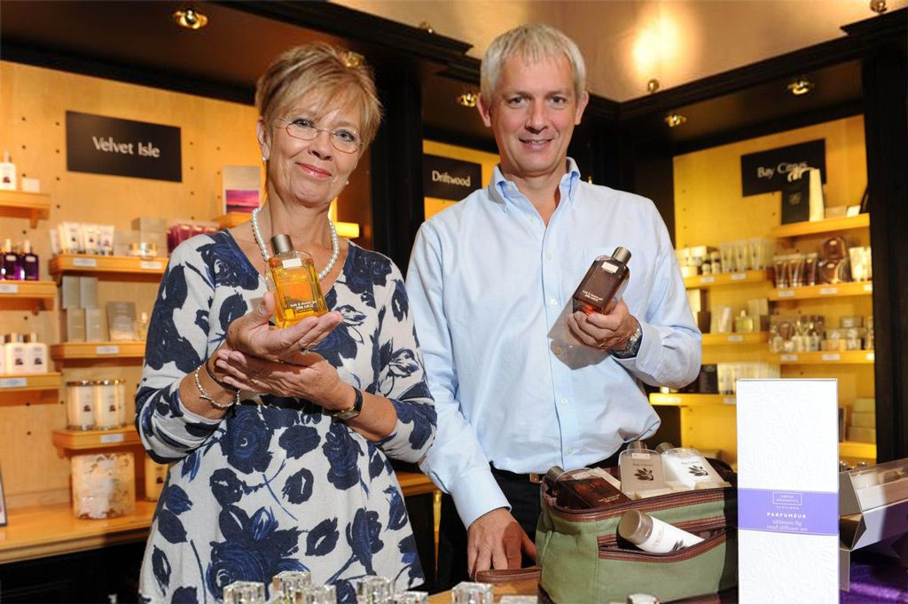 Założycielka Arran Aromatics Janet Russell i dyrektor zarządzający Iain Pittman Read (zdjęcie Daily Record)