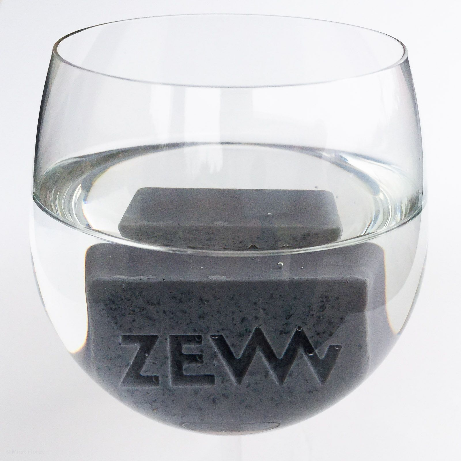 Mydło do golenia ZEW ma masę właściwą większą niż 1 g/cm3