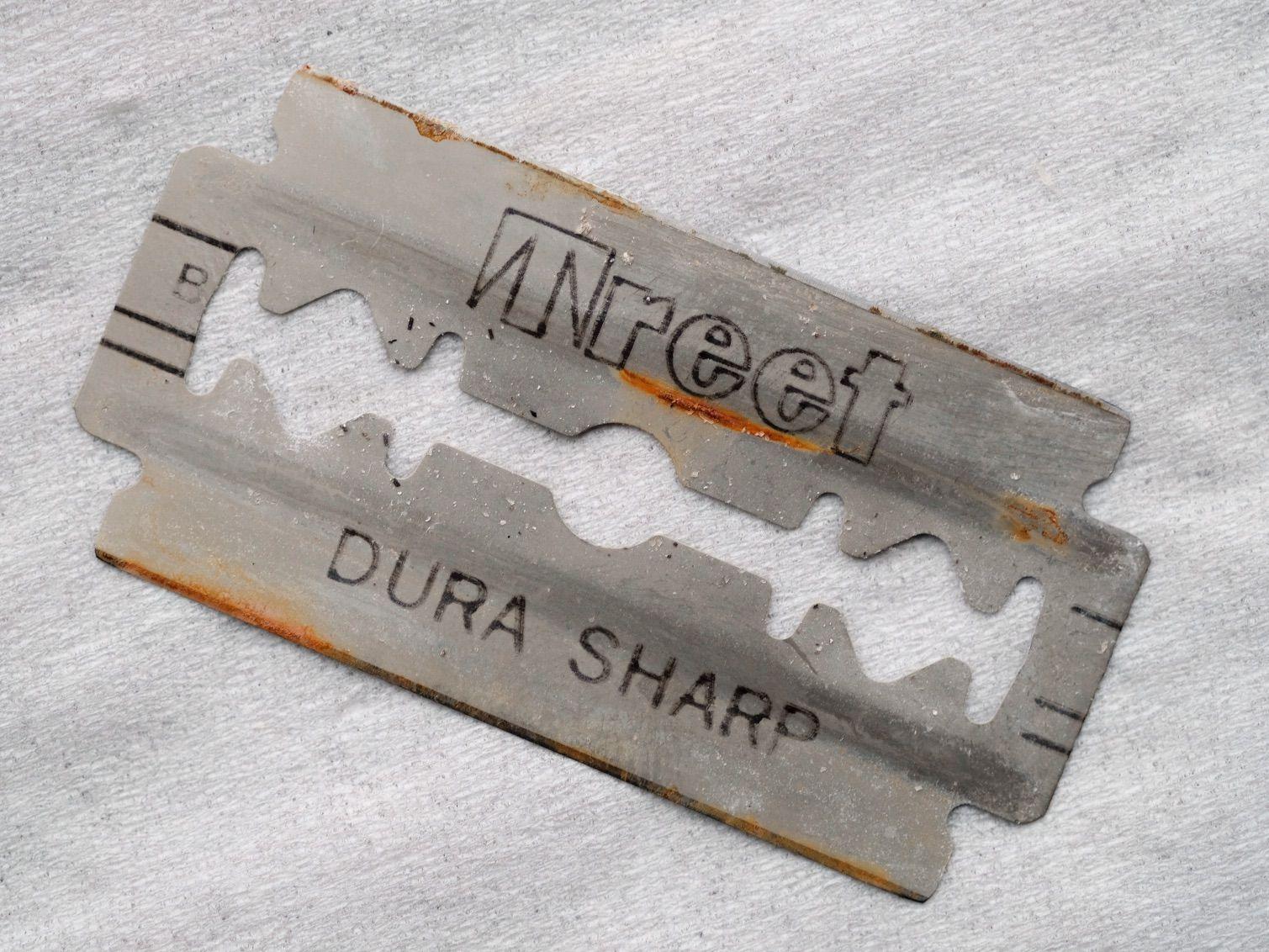 Skorodowana żyletka Treet Dura Sharp