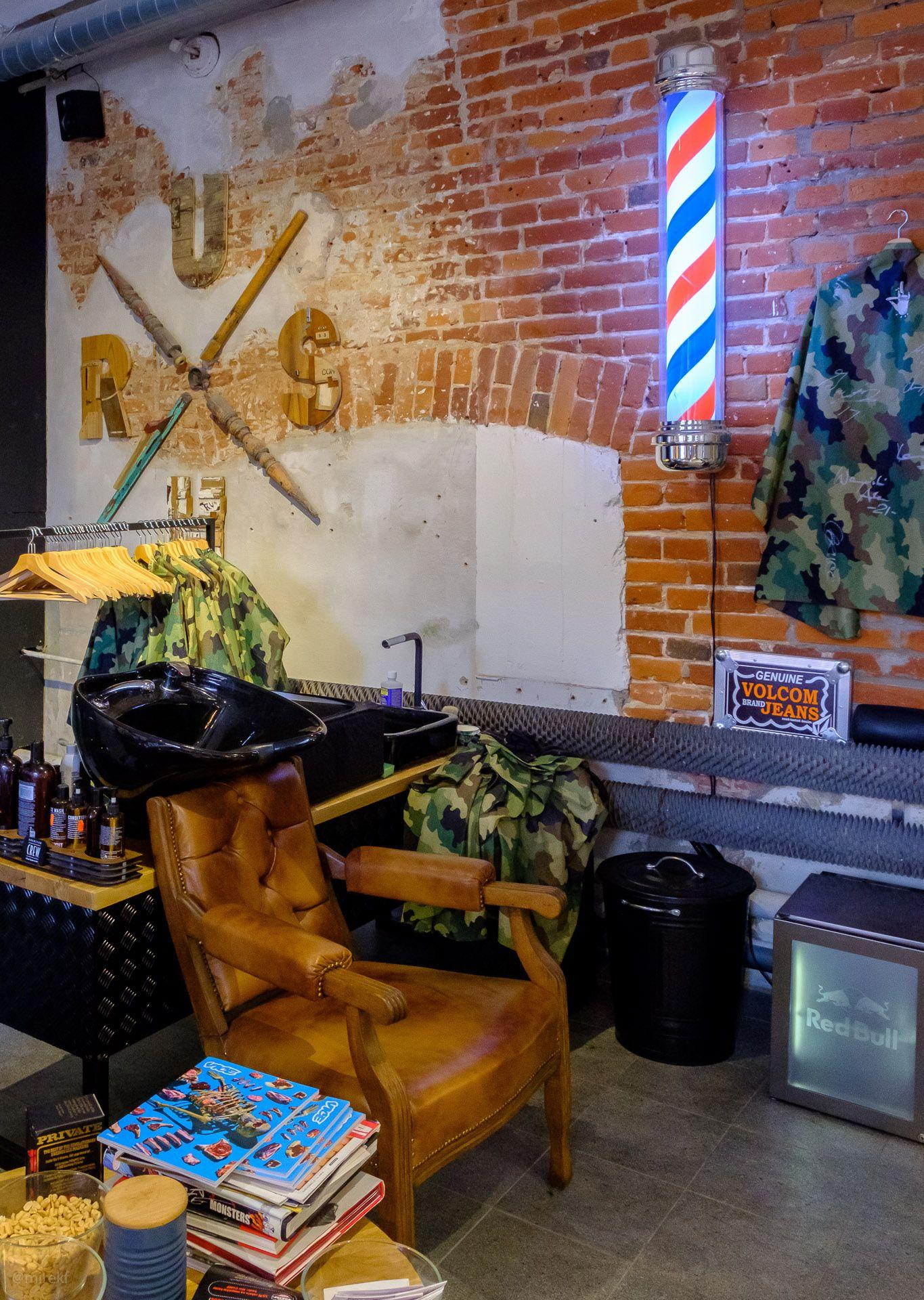 Stanowisko mycia włosów w zakładzie fryzjerskim Brush Barber Shopie w Łodzi