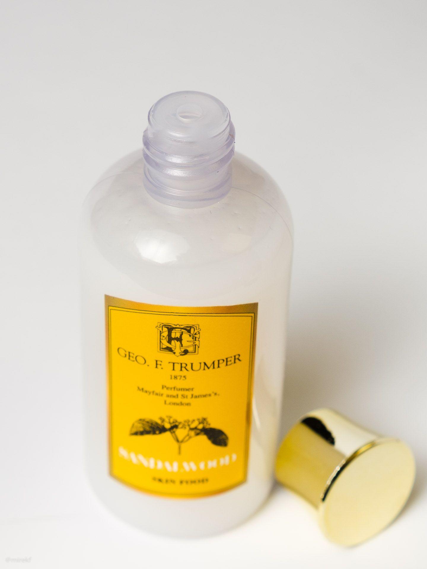 Dozownik balsamu po goleniu Geo. F. Trumper Sandalwood Skin Food