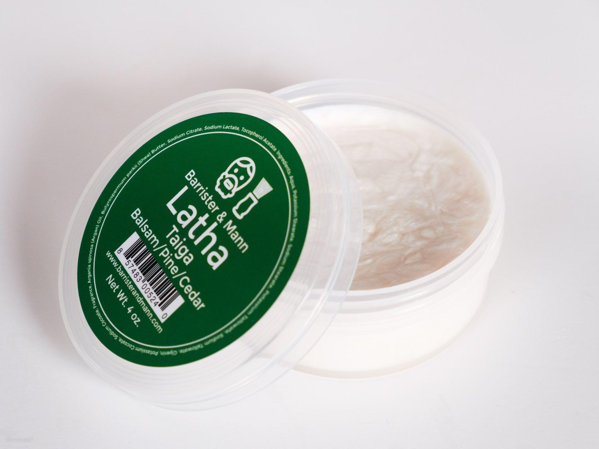 Konsystencja mydła do golenia Barrister & Mann Latha Taiga Shaving Soap