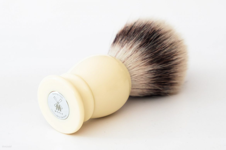 Syntetyczny pędzel do golenia Muhle Classic 33K257 Synthetic Silvertip Fibres, ivory – widok od spodu