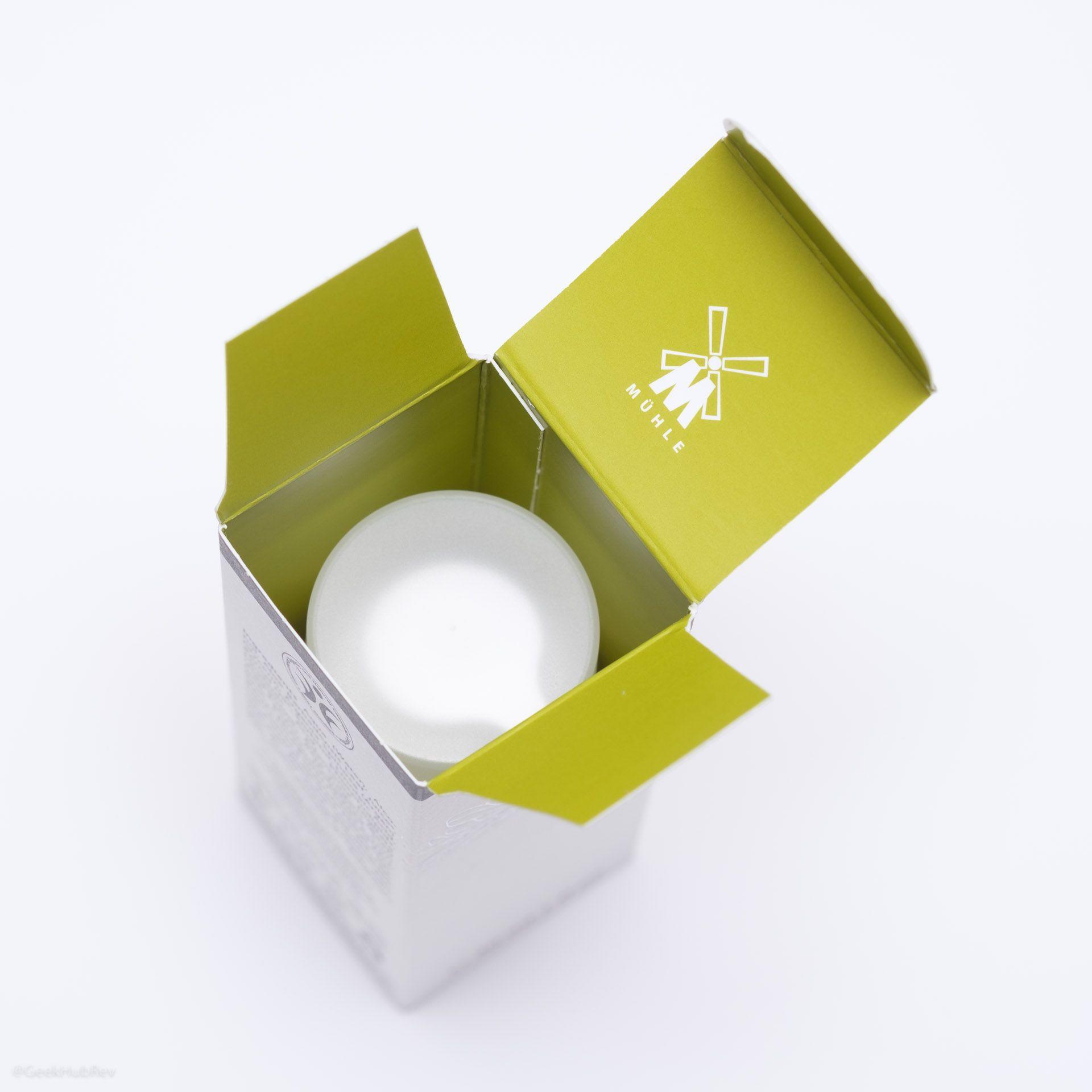Wnętrze pudełka serum regenerującego po goleniu Mühle Organic Repair Serum
