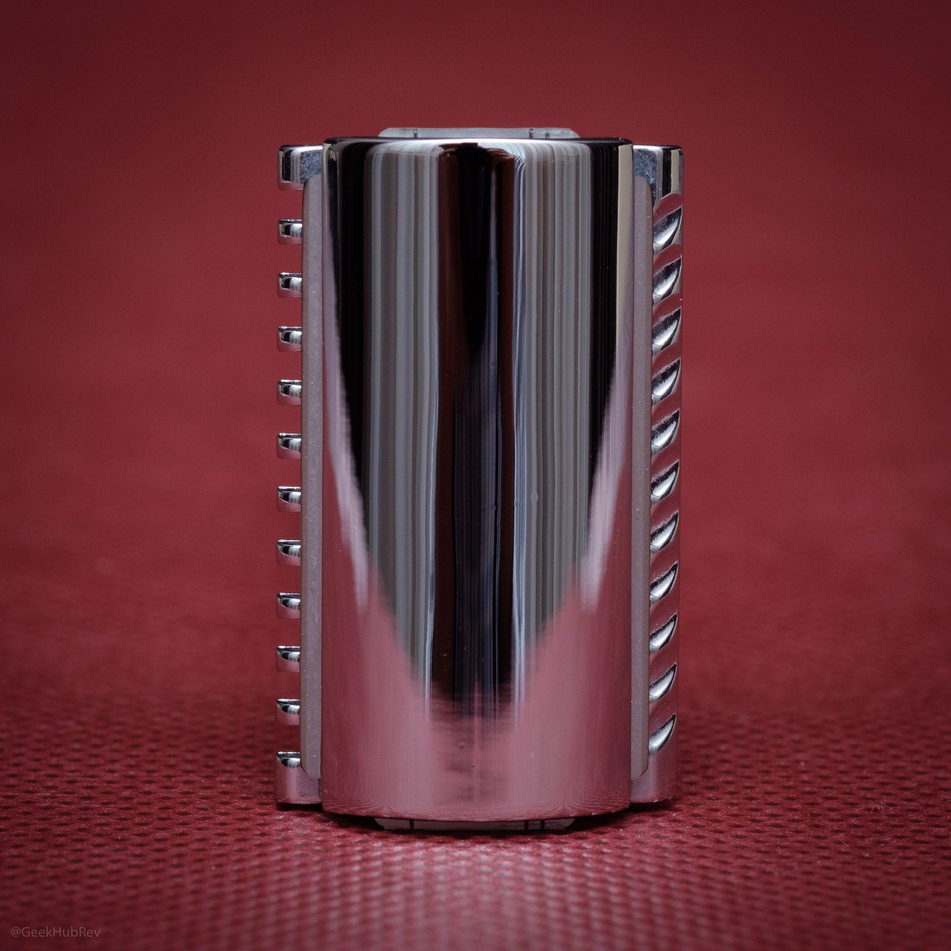 Trzymanie żyletki w maszynce do golenia na żyletki Vigshaving DERZ04BL Safety Razor