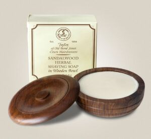 Read more about the article Taylor of Old Bond Street Sandalwood Herbal Shaving Soap – recenzja mydła do golenia