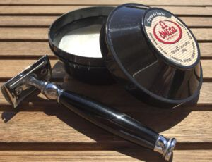 Read more about the article Omega Crema da Barba 46001 – recenzja kremu do golenia w tyglu