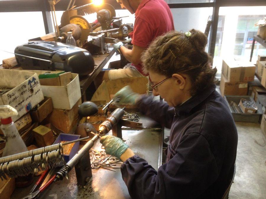 Wytwarzanie nożyczek w Premanie (fot. POLITICA - LECCO)