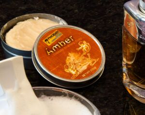 Read more about the article Phoenix Artisan Accoutrements Amber Shaving Soap – recenzja mydła do golenia