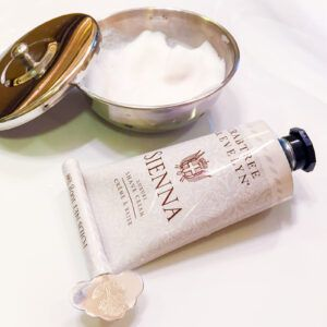 Read more about the article Crabtree & Evelyn Sienna Luxury Shaving Cream – recenzja kremu do golenia