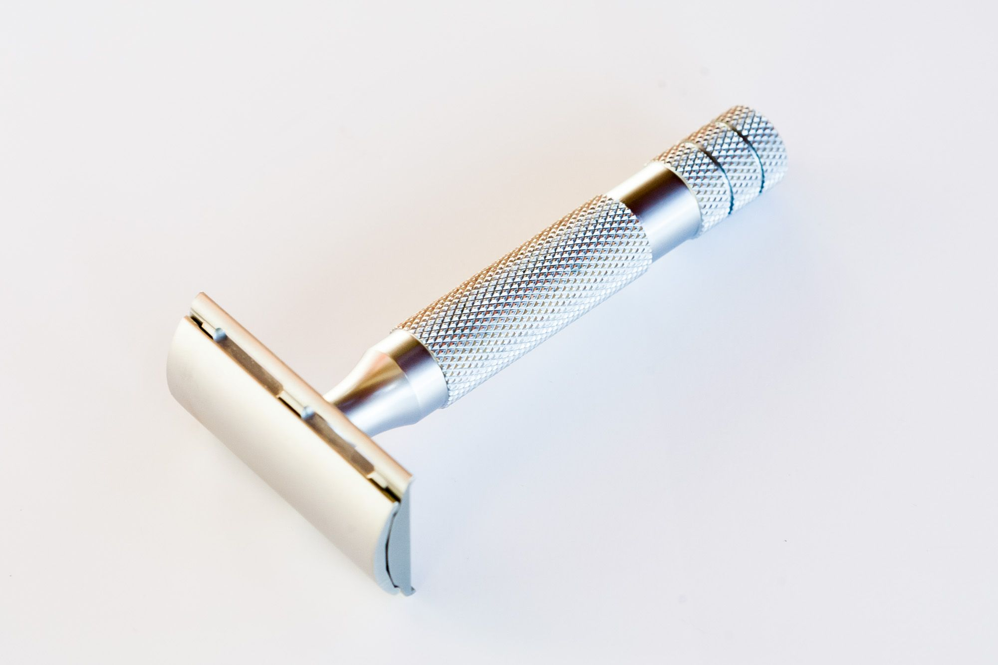 You are currently viewing iKon Standard Bar Razor (Bulldog Handle) – recenzja maszynki do golenia na żyletki