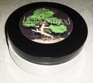Read more about the article Mama Bear Hinoki Woods Shaving Soap – recenzja mydła do golenia