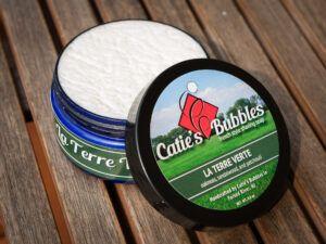 Read more about the article Catie's Bubbles La Terre Verte – recenzja mydła do golenia