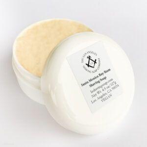 Read more about the article Los Angeles Santa Monica Bay Rum Shaving Soap – recenzja mydła do golenia