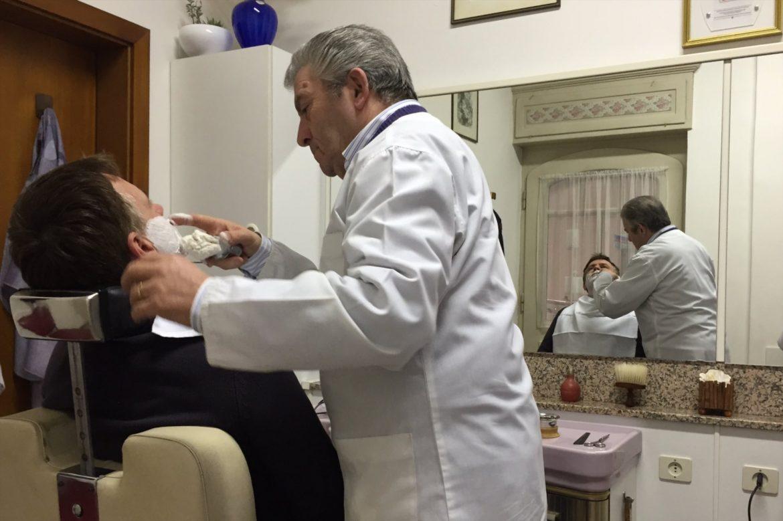 Nakładanie Pędzel do golenia piany w salonie Italo Fracella (Bolzano)