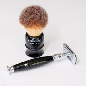 Read more about the article Stirling Synthetic Shave Brush 22 mm (Li'l Brudder) – recenzja syntetycznego pędzla do golenia