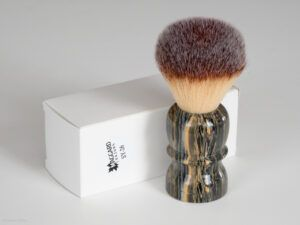 Read more about the article Maggard Razors SY-26 26mm Synthetic Shaving Brush, Granite Handle – recenzja syntetycznego pędzla do golenia